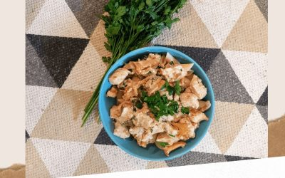 Makaron z kurkami i kurczakiem: sos śmietanowy, przepis krok po kroku