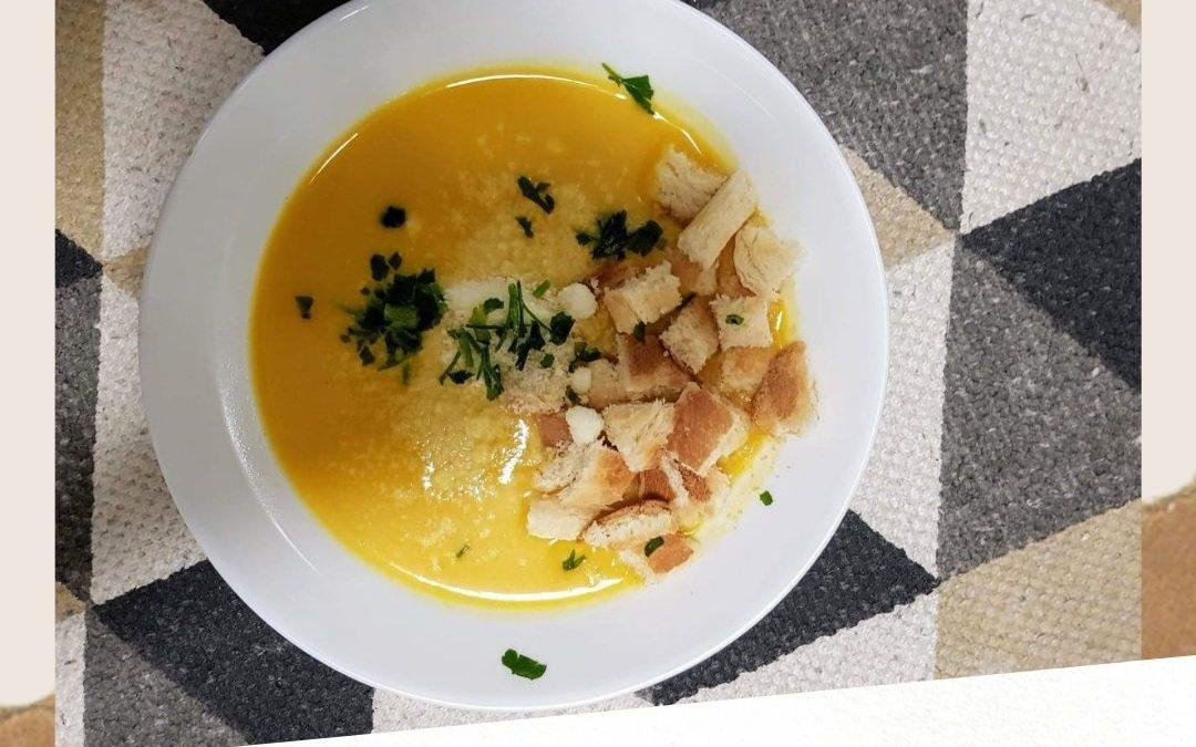 Aromatyczna i rozgrzewająca zupa krem z dyni z mleczkiem kokosowym oraz imbirem