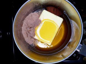 masło, mieszanka przypraw do piernika, kakao, miód