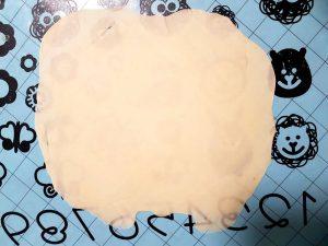 rozwałkowane ciasto na tortilli